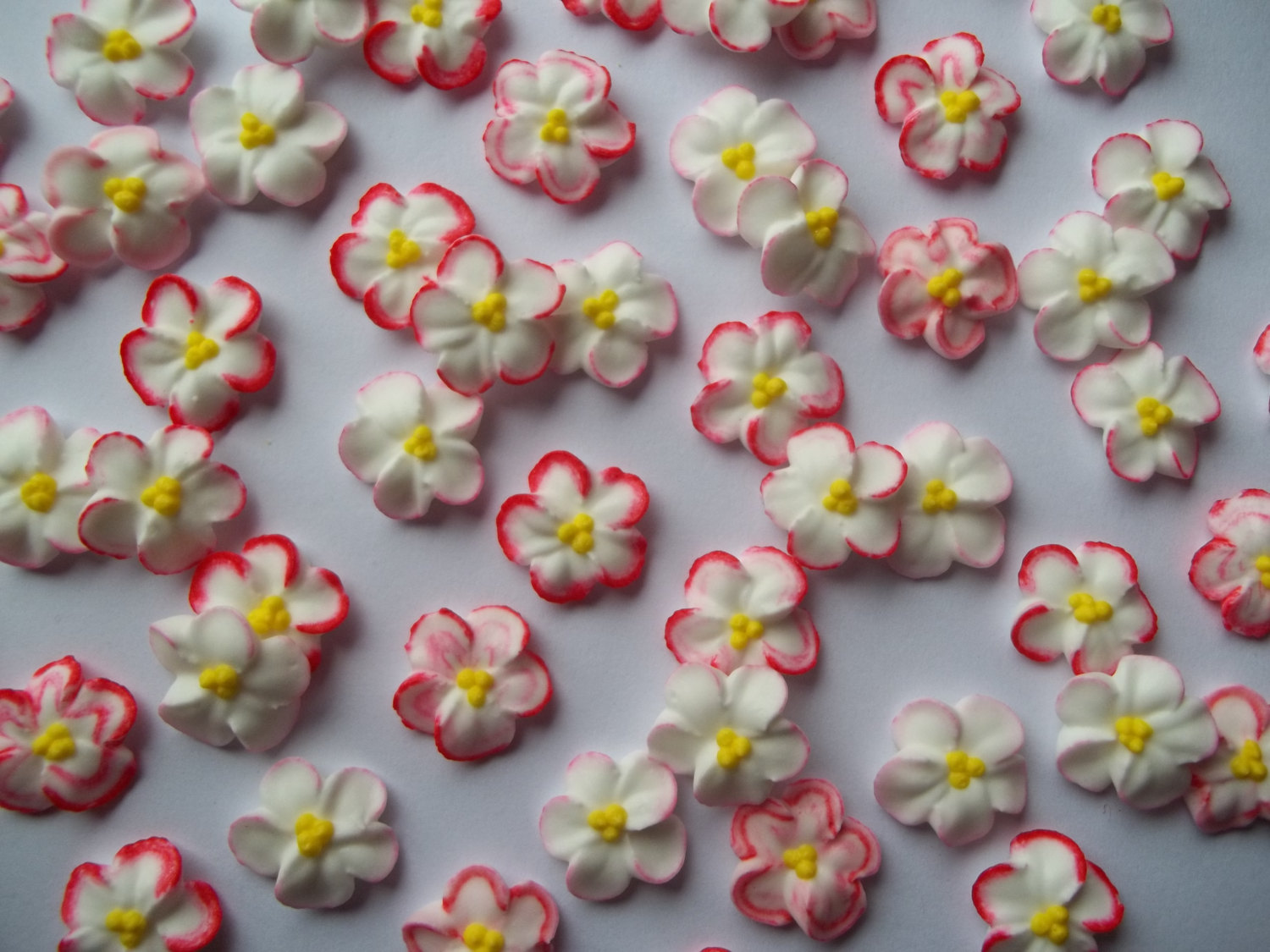 Red Flowers Cake Decoration 27 High Resolution Wallpaper ...